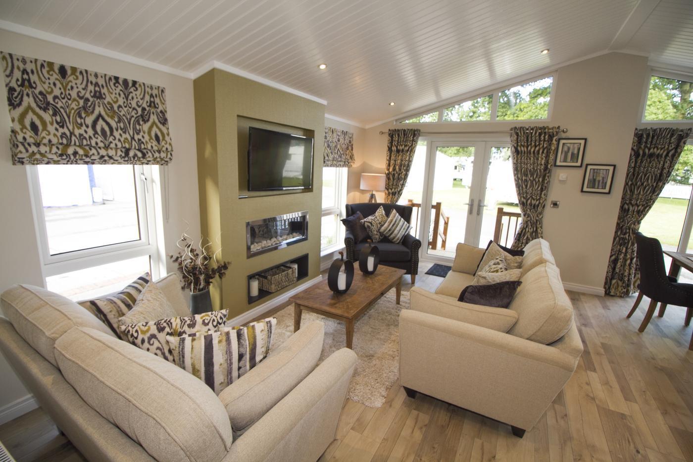 Oakgrove Tamarack Lounge